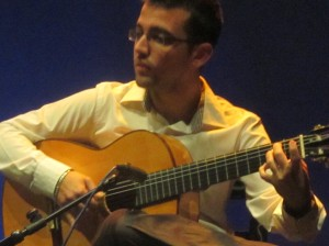 His guitar sound as vibrant immerses you in Flemish art, and so you can distinguish the variety of styles they have.